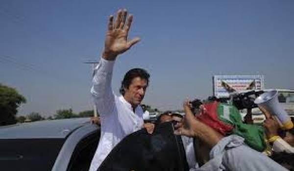 L'opposant Imran Khan mène la charge contre le gouvernement de Sharif.