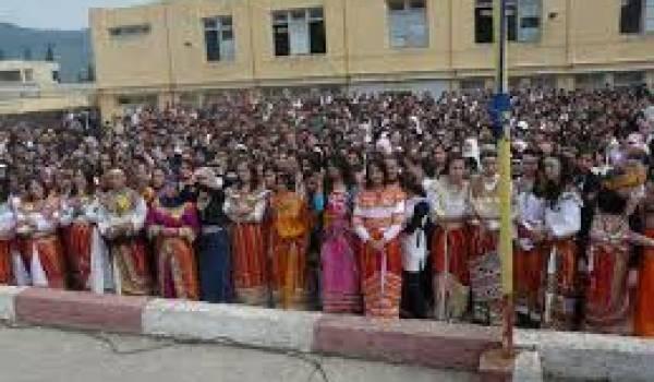 La robe kabyle est un symbole de la résistance identitaire.