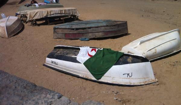 Les barques, synonymes de rêves de départ des milliers d'Algériens en quête d'une vie meilleure.