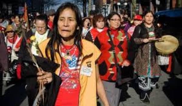 Les femmes autochtones sont plus victimes d'assassinats au Canada.