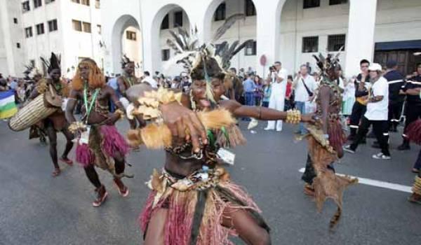 La culture se résume aux yeux du pouvoir à des festivals de prestige à coups de milliards et sans retombées concrètes sur la scène nationale.