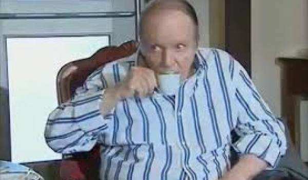 Bouteflika gouverne l'Algérie en pyjama.