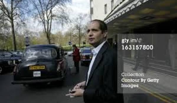 Abdelmoumène Rafik Khalifa est actuellement emprisonné en Algérie.