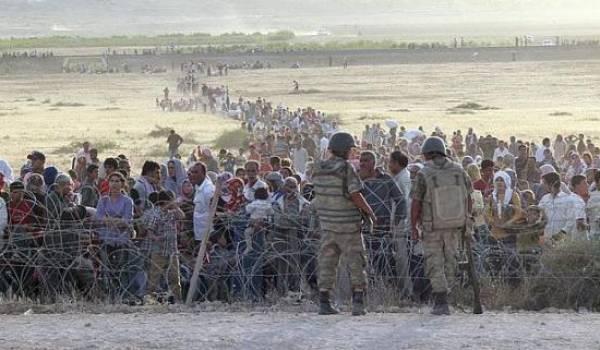 La Turquie assiste sans bouger aux tueries des Kurdes par les djihadistes. Ici fuite des civils kurdes.
