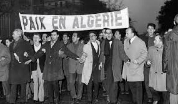 La manifestation pacifique auquelle a appelée le FLN a été réprimée dans le sang par la police française.