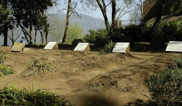 Les tombes des sept moins du monastère de Tibhirine sur les hauteurs de Médéa.