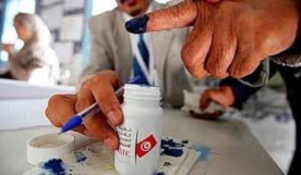 Les Tunisiens vont devoir choisir leurs députés dans un contexte économique et sécuritaire difficile.
