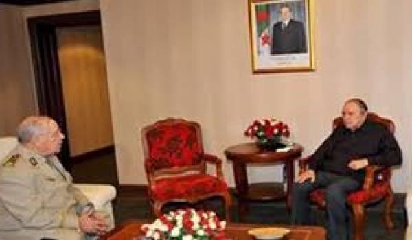 Le général major Gaïd Salah et le président Bouteflika.