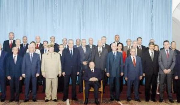 Le gouvernement Sellal 2 et le président, lors du dernier conseil des ministres.