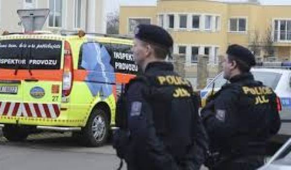 """La porte-parole de la police, Andrea Zoulova, a précisé que l'explosion avait été """"probablement causée par un système explosif placé sur la porte d'un coffre-"""