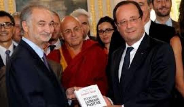 Attali prodigue sa vision à Hollande.