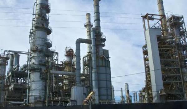 La baisse du prix du pétrole va bénéficier aux pays développés mais coûtera très cher aux producteurs comme l'Algérie et le Venezuela