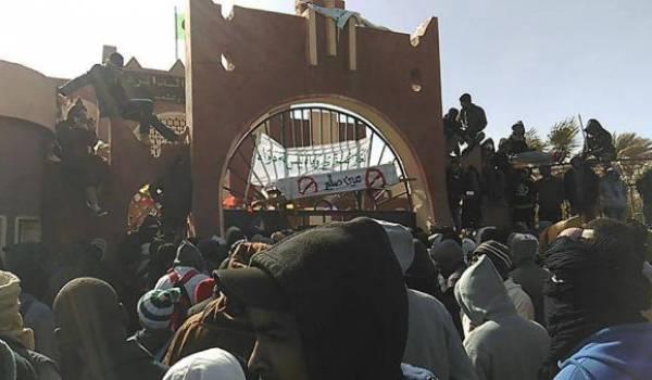 Les manifestants ont pris le contrôle de la daïra
