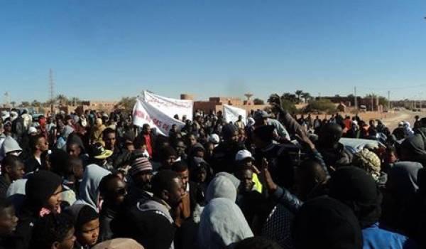 Les habitants d'In Salah manifestent contre les puits de gaz de schiste