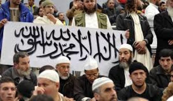 Avec la complaisance du pouvoir, les islamistes sortent du bois et redore leur blason terni par le sang de 150 000 victimes