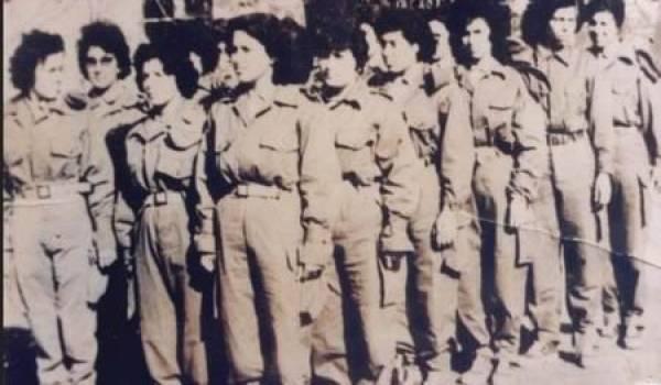 Dès l'indépendance l'aile conservatrice du FLN intima l'ordre aux femmes de regagner leur foyer.