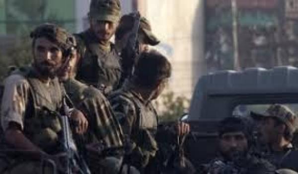 Les kamikazes talibans ont attaqué un établissement