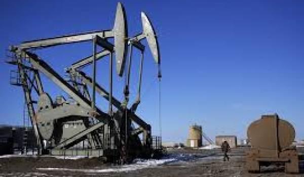 Le pétrole dégringole, le pouvoir prend peur.