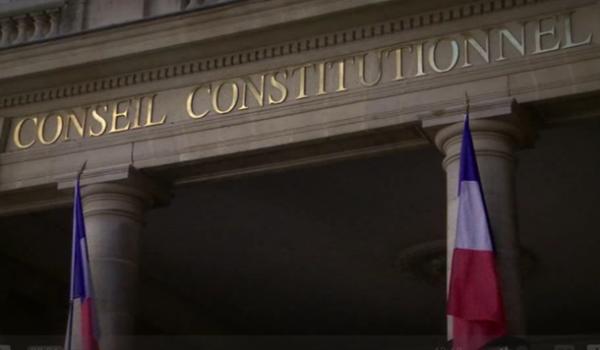 Le Conseil constitutionnel français est saisi de l'affaire de la déchéance de nationalité.