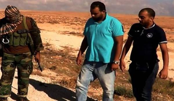 Les deux journalistes tunisiens au moment de leur arrestation par une milice islamiste.