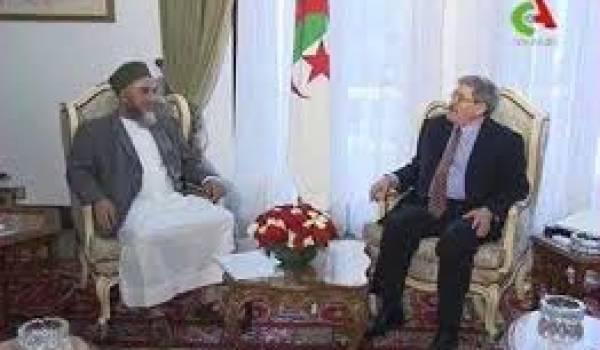 Trahison des victimes du terrorisme : Ouyahia qui reçoit un chef terroriste en grande pompe.