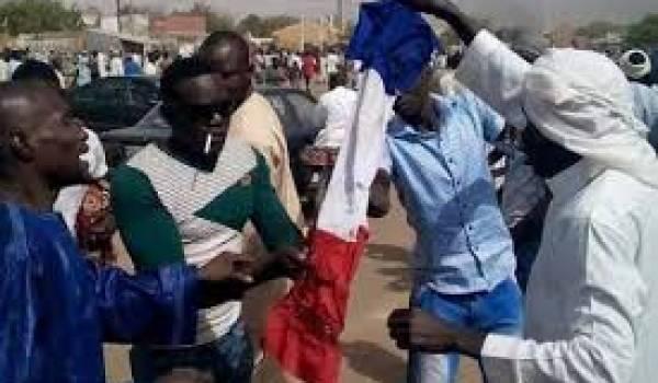Les Nigériens ont manifesté violemment contre les intérêts français.