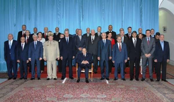 Le gouvernement Bouteflika compromet le présent et l'avenir de l'Algérie.