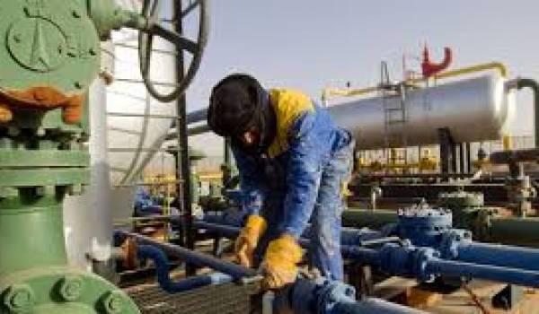 La rente pétrolière épargne au pouvoir tout effort de construction d'une véritable économie.