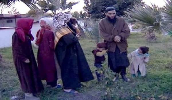 Le terroriste Ali Ismail et sa famille.
