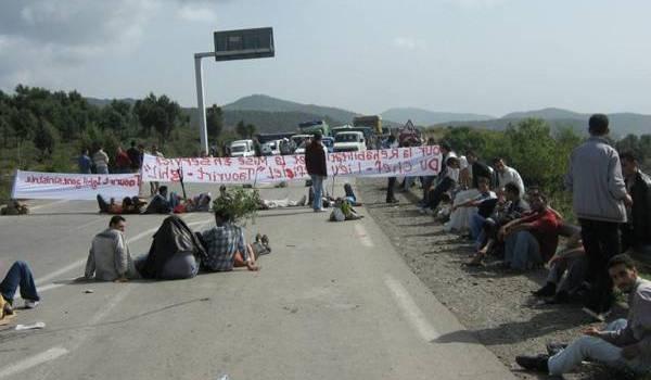 Régulièrement, les routes sont coupées par les habitants pour protester contre la démission des pouvoirs publics