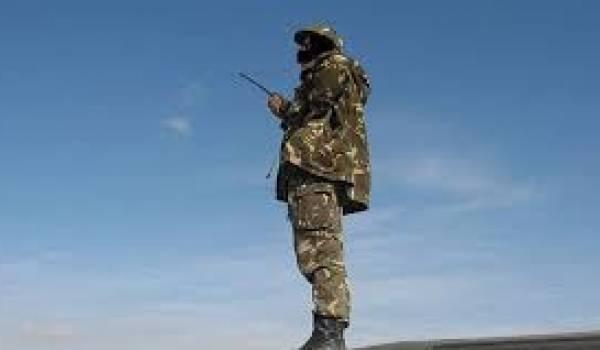Un soldat de l'ANP en surveillance