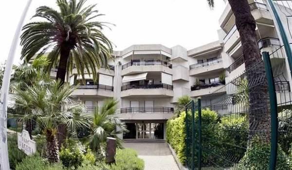 A Nice, rue Scuderi, où des biens immobiliers sont au nom du fils d'Omar Bongo, ex-président du Gabon.