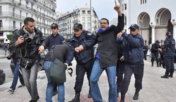 Mehdi Biskri lors de l'une de ses arrestations par la police.