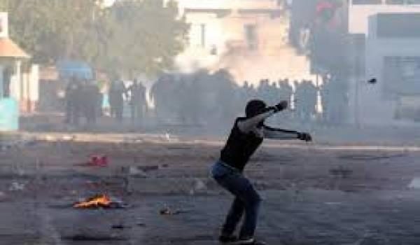 Des heurts opposaient mercredi des dizaines de jeunes à la police à Ben Guerdane, ville située près de Ras Jedir,