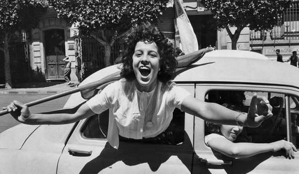 Le pouvoir a asservi les femmes dès 1962. Ici le 2 juillet 1962 à Alger. Photo Marc Riboux