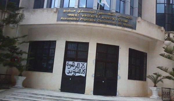 Melbou fermée par les manifestants.