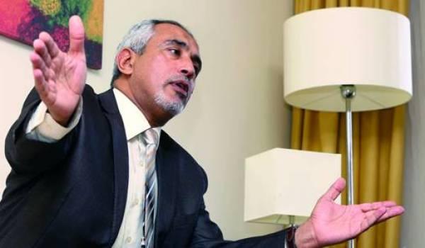 On ignore si Omar al Hassi, chef du gouvernement, est présent aux pourparlers d'Alger.