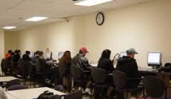 Les cybercafés antichambre des écoles.