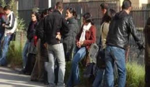 Des milliers d'étudiants algériens vivent dans des conditions très précaires en France.