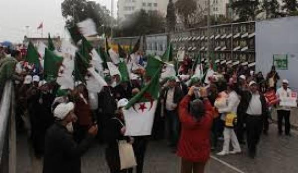 Des centaines d'Algériens payés par le pouvoir ont pris part au Forum social mondial pour promouvoir les thèses d'Alger.