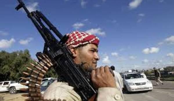 Les milices libyennes s'affrontent pour prendre le pouvoir.