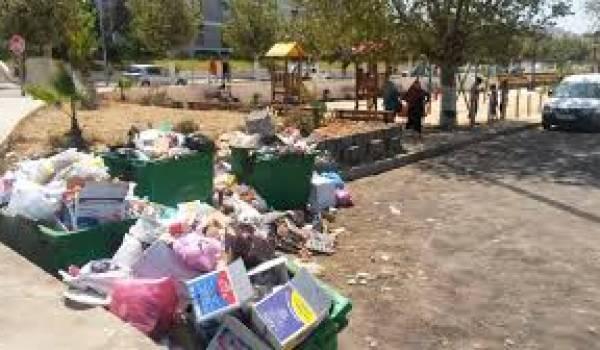 Les villes algériennes portent les ordures comme une plaie béante.
