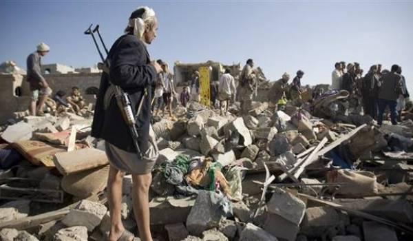 Les armées arabes bombardent le Yémen.