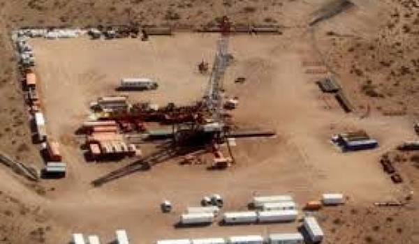 Le gouvernement entend poursuivre l'exploration puis l'exploitation du gaz de schiste malgré les risques écologiques.