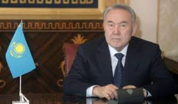 Noursoultan Nazarbaïev , potentat kazakh.