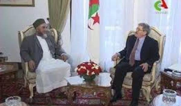 Madani Mezrag accueilli par Ahmed Ouyahia, ancien ministre d'Etat