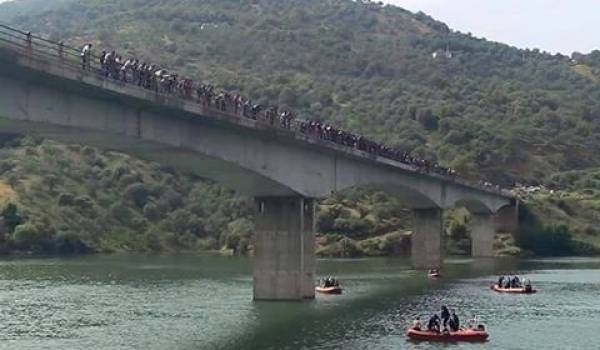 Repêchage du corps au barrage de Taksebt.