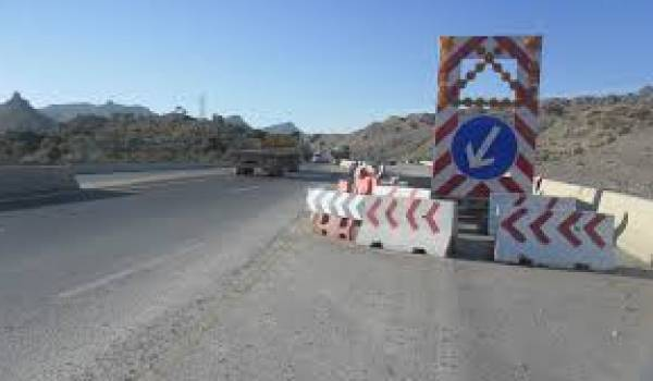 Toujours inachevée, l'autoroute Est-Ouest a vu son coût se multiplier par trois.