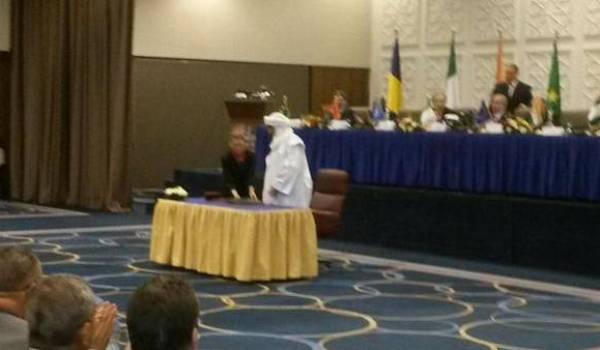 Bilal Ag Cherif signe les accords d'Alger.
