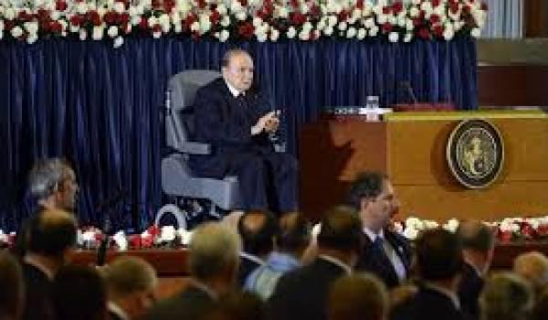 Abdelaziz Bouteflika interdit toute expression à l'opposition.